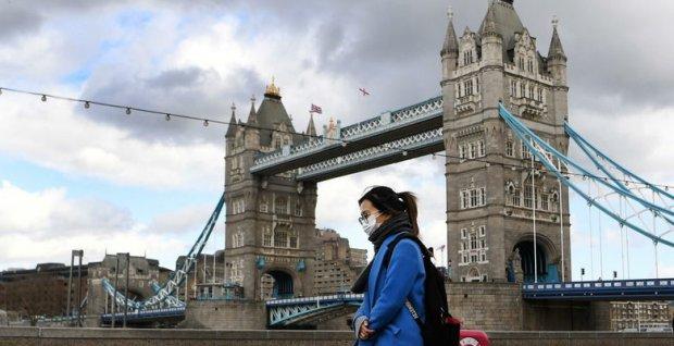 Британияда карантинни бузганлик учун 10 минг фунт стерлинггача жарима белгиланди