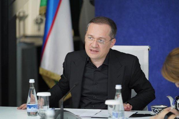 "Комил Алламжонов: ""Матбуотга қарши курашиш эмас, у билан ишлаш керак"""