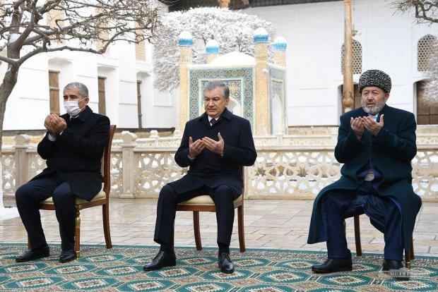 Shavkat Mirziyoyev Bahouddin Naqshband maqbarasini ziyorat qildi