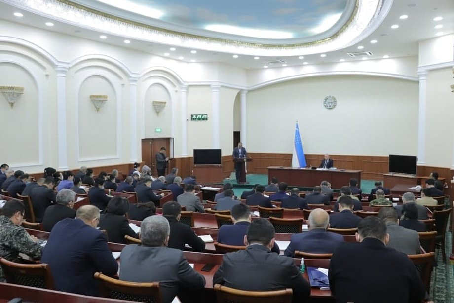 Хоразмда депутатлар суд раисидан тизимда очиқликни кучайтиришни сўрашди