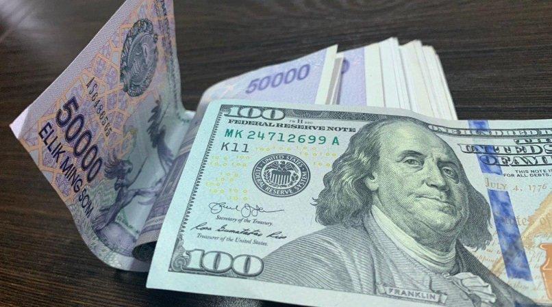 O'zbekistonda dollarning rasmiy kursi 10 500 so'mdan pastladi