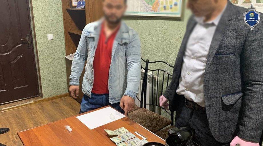 Samarqandda ofitsiant xo'randadan qasos oldi