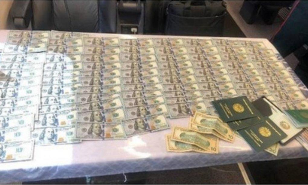«Афросиёб» поездида унутиб қолдирилган 9 минг долларга яқин пул эгасига қайтарилди