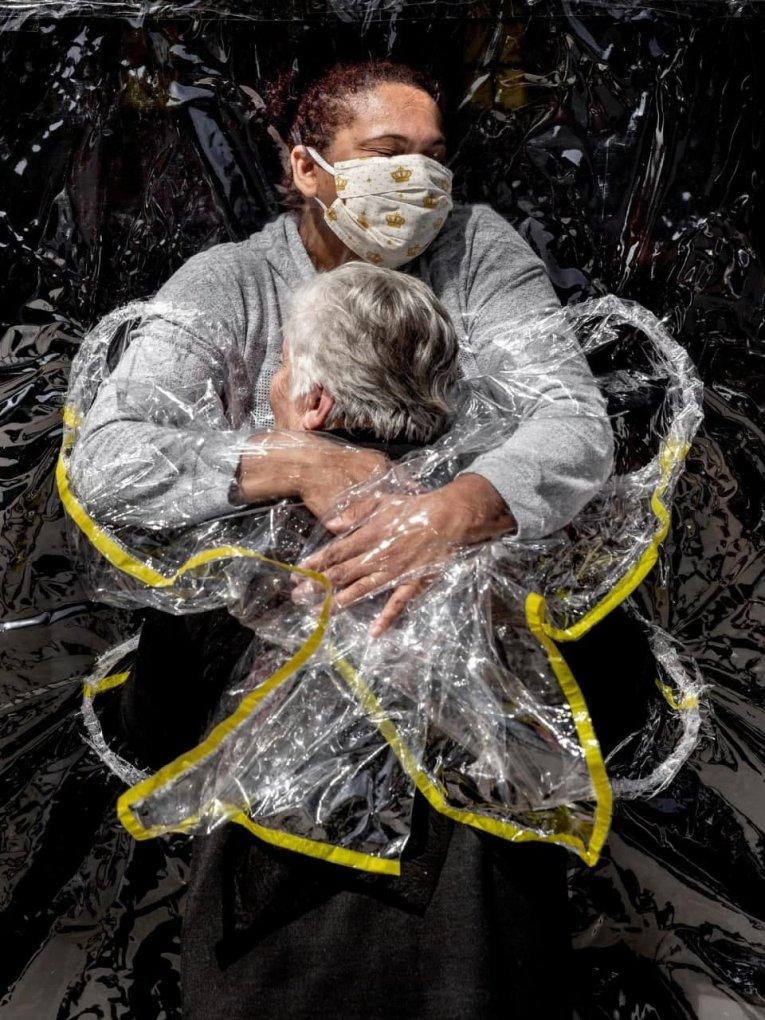 Пандемияга бағишланган сурат «Йил сурати» деб топилди