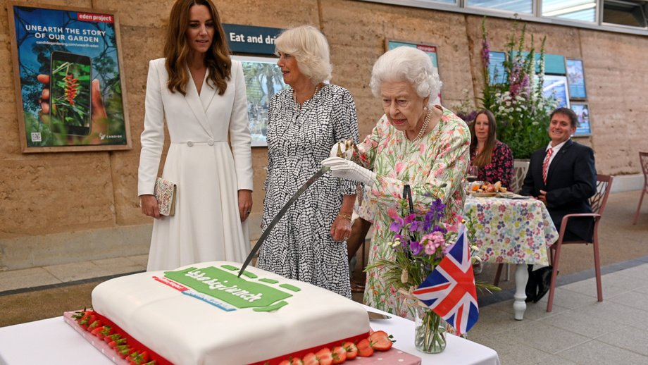 Елизавета II: Бугун Буюк Британия қироличаси 95 ёшини нишонлади (фото)