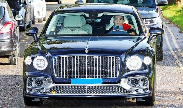 Роналду қимматбаҳо Bentley сотиб олди ва ўзига қўриқчи ёллади