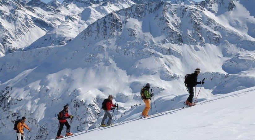 Elbrus fojiasi: alpinistlar halok bo'ldi