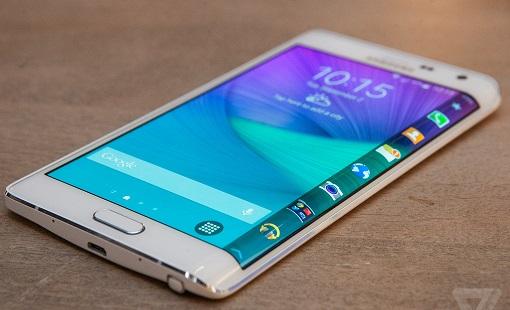 Samsung Galaxy Note 5 фаблетини икки томонга қайрилган экранли моделини яратишни режалаштироқда